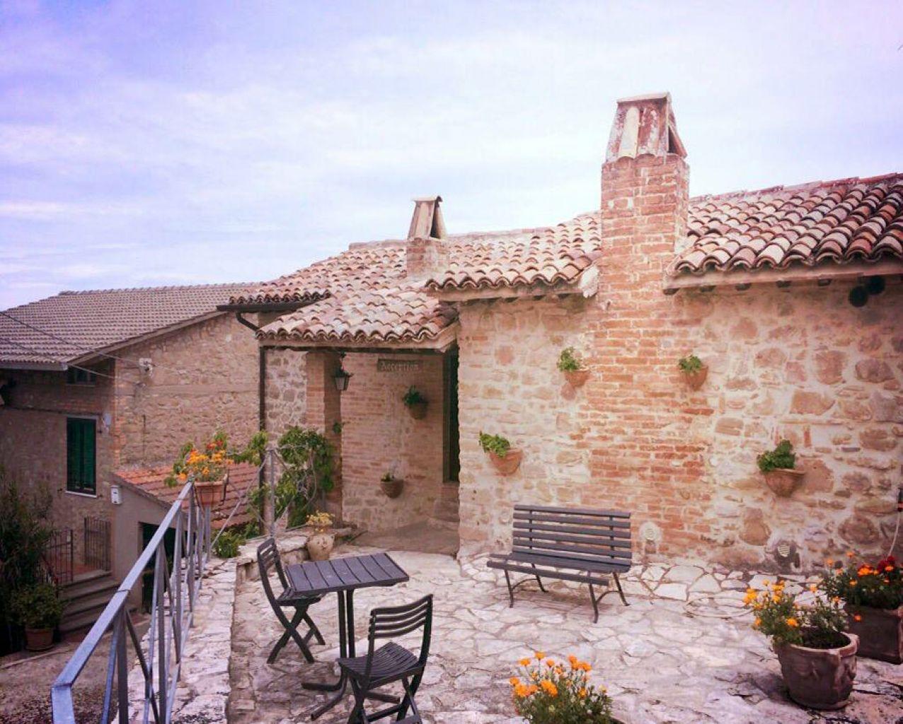 castello di cisterna men Castello di cisterna (o castel cisterna, castiello 'e cisterna e 'a cisterna in napoletano) è un comune italiano di 7937 abitanti della città metropolitana di .