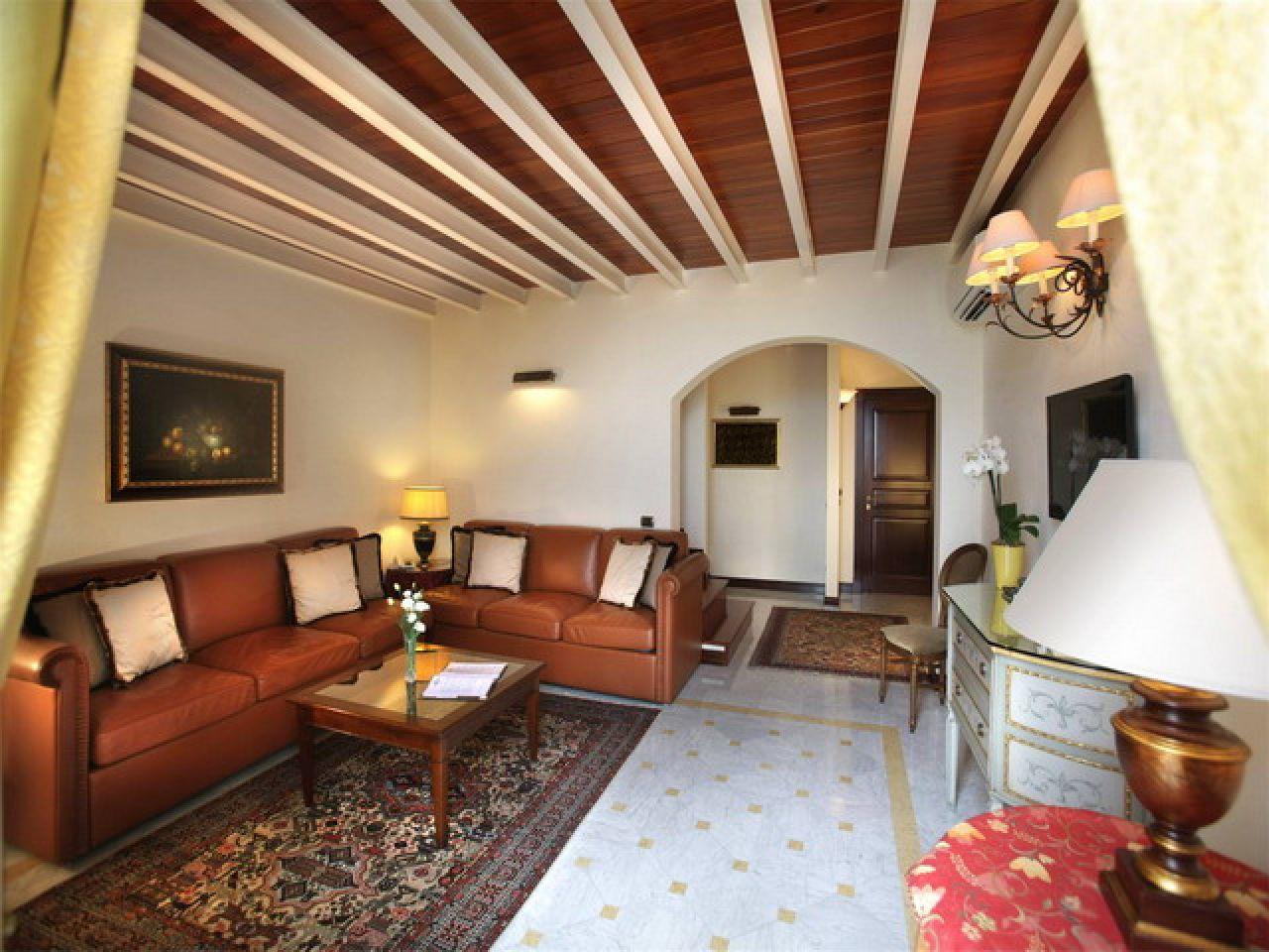 Hotel palazzo del corso for Corso arredatore interni