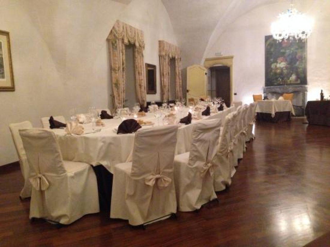 Castello rosso - Sala da pranzo inglese ...