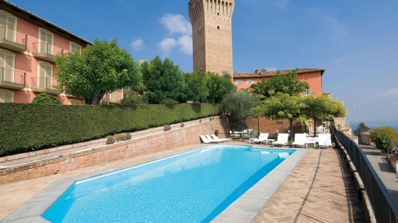 Castello di santa vittoria for Piantina della piscina